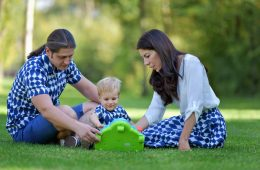 Camasi Tata si Fiu si Fusta Mama – alb cu bleumarin